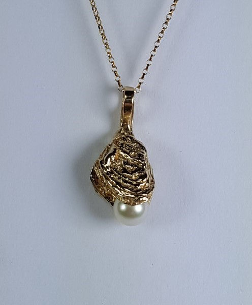 Bailey Oyster Pendant with 7.5mm Akoya Pearl 14kt Yellow Gold 1 inch