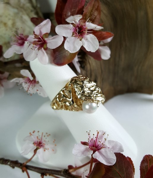 Oyster Ring 14kt Yellow Gold with 7mm Akoya Pearl sizes 6-8